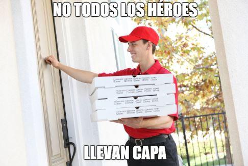 """Meme de hombre que entrega pizza a domicilio - """"no todos los héroes llevan capa"""""""